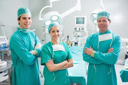 команда хирургов