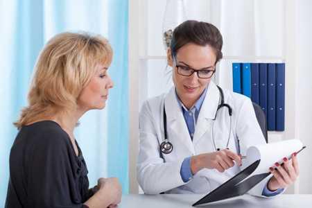 врач рассказывает о причинах возникновения листовидной фиброаденомы