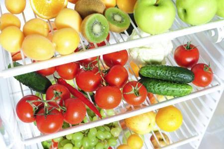свежие продукты в холодильнике