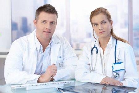 два врача онколога