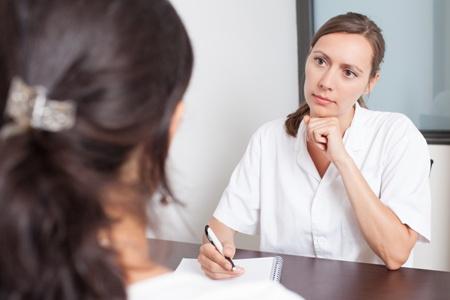 девушка на приеме у врача маммолога