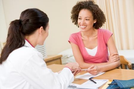 врач маммолог назначает лечение при диффузно-кистозной мастопатии