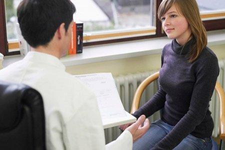 женщина на консультации врача маммолога
