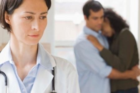 врач онколог и пациент