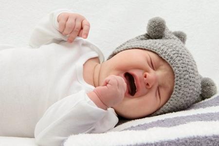 плачущий грудной ребенок