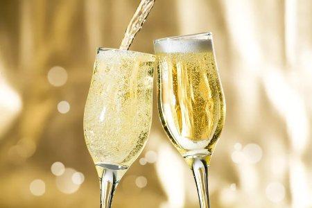бокалы с шампанским