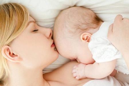 мама и совсем маленький малыш