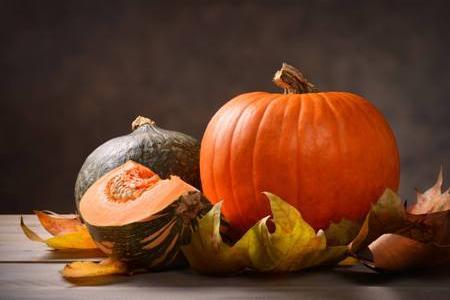 зеленая и оранжевая тыквы
